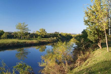 Santa Lucía river - Surroundings Cerro Arequita (Hill) - Lavalleja - URUGUAY. Image #27154