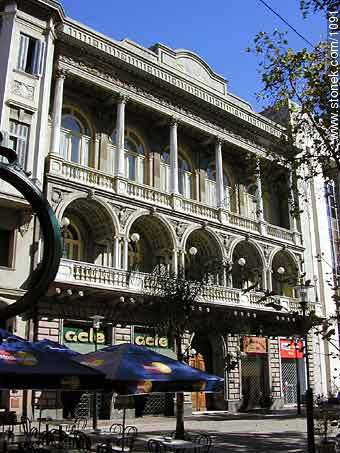 Uruguay Hotel. - Photo of Constitucion(Matriz) square and surroundings - Department and city of Montevideo - URUGUAY. Image #1091