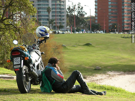 Motorcyclist resting. - Photos of Buceo quarter - Department and city of Montevideo - URUGUAY. Image #3555