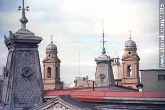 Domes of the Old City - Photo of Constitucion(Matriz) square and surroundings - Department and city of Montevideo - URUGUAY. Image #1085