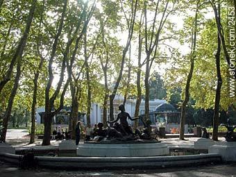 Below the sculpture the Prado Hotel - Photos of Prado - Department and city of Montevideo - URUGUAY. Image #2453