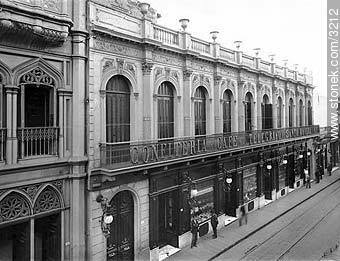 Tearoom El Telégrafo in 25 de Mayo St. and Juan Carlos Gómez St. 1927. - Photos of Old Montevideo - Department and city of Montevideo - URUGUAY. Image #3212