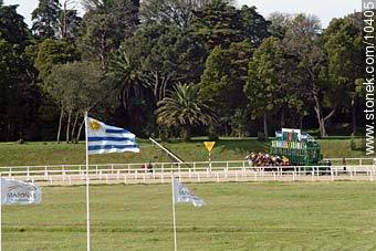 Car flap - Photos of Maroñas horse racetrack - Department and city of Montevideo - URUGUAY. Image #10405