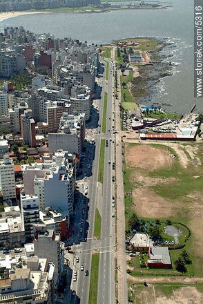 Mahatma Gandhi Promenade - Aerial photos of Montevideo - Department and city of Montevideo - URUGUAY. Image #5316