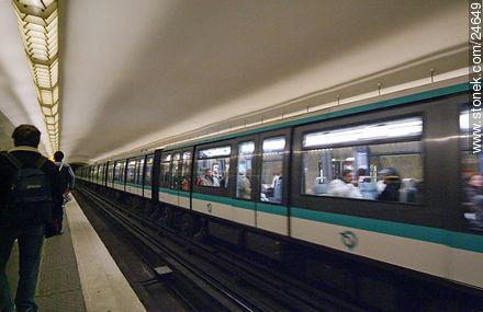 St. Paul Station - Photos of City of Paris - Paris - FRANCE. Image #24649