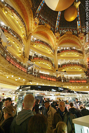 Photos of Garnier's Opera and Lafayette stores - Paris - FRANCE. Image #24395