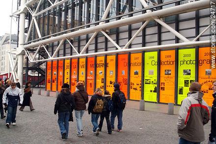 - Photos of the Pompidou Center and surroundings - Paris - FRANCE. Image #24717