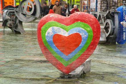 - Photos of the Pompidou Center and surroundings - Paris - FRANCE. Image #24724