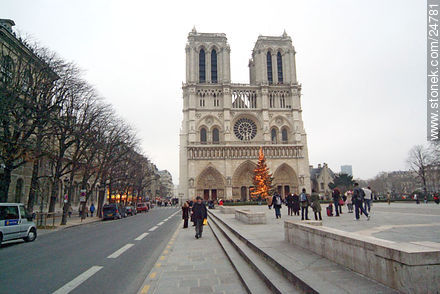 - Photos of the Notre Dame Cathedral, FRANCE. Image #24781