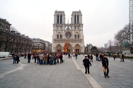 - Photos of the Notre Dame Cathedral, FRANCE. Image #24784