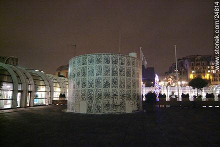- Photos of the Pompidou Center and surroundings - Paris - FRANCE. Image #24814