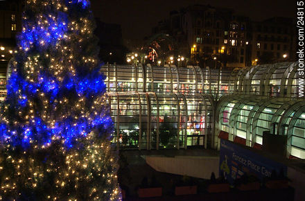 - Photos of the Pompidou Center and surroundings, FRANCE. Image #24815