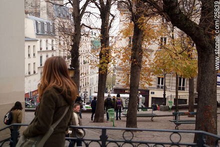 Rue Garreau - Photos of Montmarte, Basilica of Sacret Heart - Sacre Coeur, Moulin Rouge, etc. - Paris - FRANCE. Image #25839