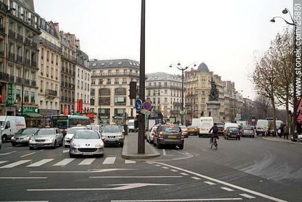 Bd. de Clichy.  - Photos of Montmarte, Basilica of Sacret Heart - Sacre Coeur, Moulin Rouge, etc. - Paris - FRANCE. Image #25851