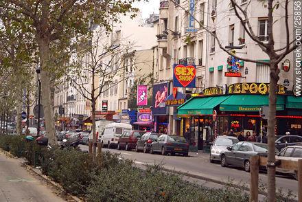 Photos of Montmarte, Basilica of Sacret Heart - Sacre Coeur, Moulin Rouge, etc. - Paris - FRANCE. Image #25856