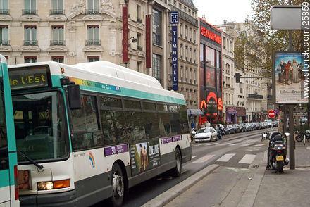 Photos of Montmarte, Basilica of Sacret Heart - Sacre Coeur, Moulin Rouge, etc. - Paris - FRANCE. Image #25859