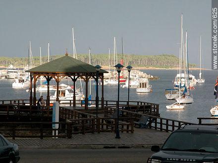 Port of Punta del Este.Gorriti Island at the back. - Photographs of the port of Punta del Este - Punta del Este and its near resorts - URUGUAY. Image #625