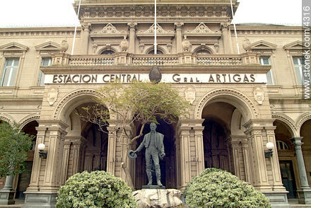 Railroad Central Station - Extra photos of Montevideo. - Department and city of Montevideo - URUGUAY. Image #4316