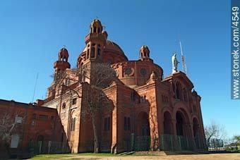 Cerrito de la Victoria church - Photos of Cerrito de la Victoria - Department and city of Montevideo - URUGUAY. Image #4549