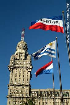 Photos of Plaza Independencia - Department and city of Montevideo - URUGUAY. Image #4756