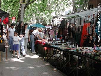 Photos of the Market Fair in Tristan Narvaja street - Department and city of Montevideo - URUGUAY. Image #2789